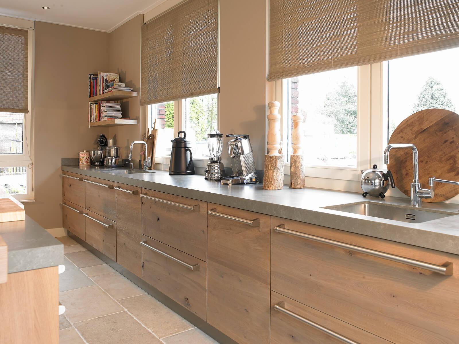 Licht houten keukenblok