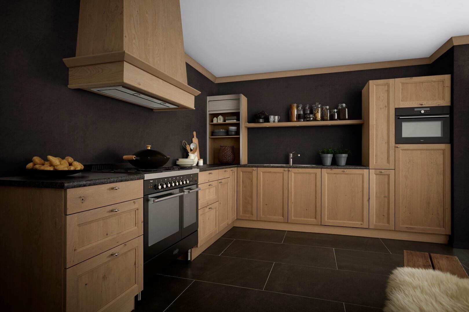 Houten keuken zwarte muur