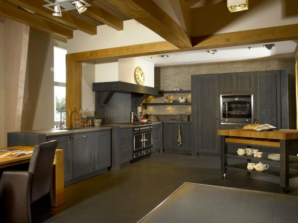 Robuuste zwarte keuken L-vorm