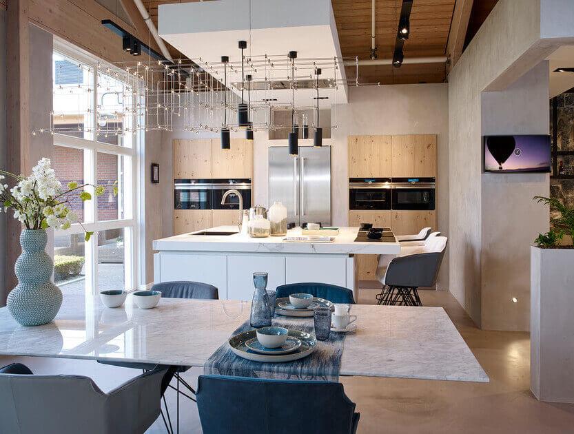 Design keuken modern hout kristalwit marmer keukenblad