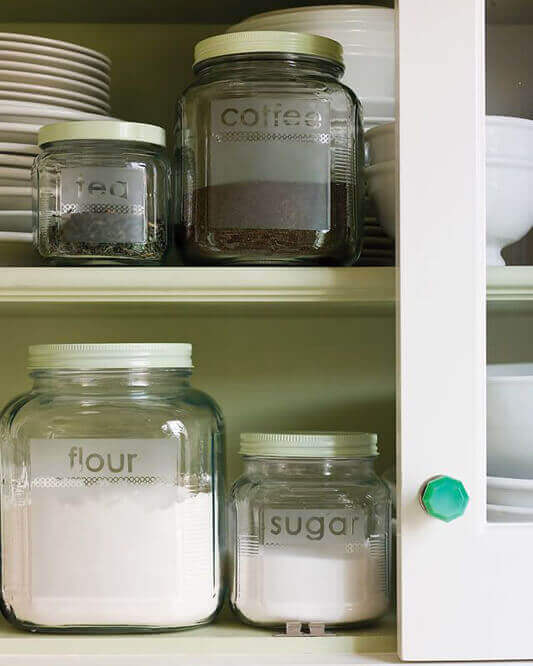 Voorraadpotten met koffie en suiker