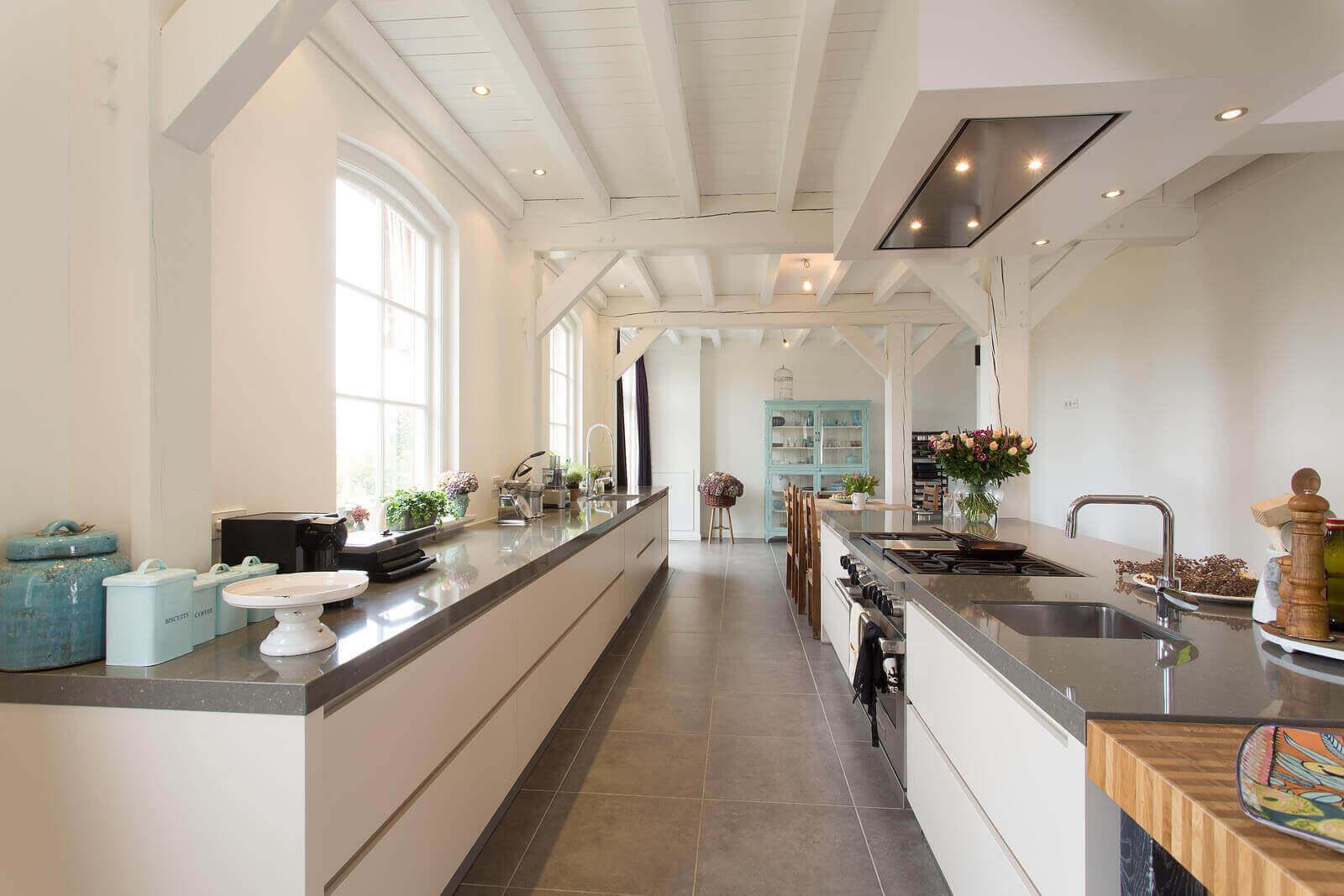 Moderne keuken met landelijke uitstraling