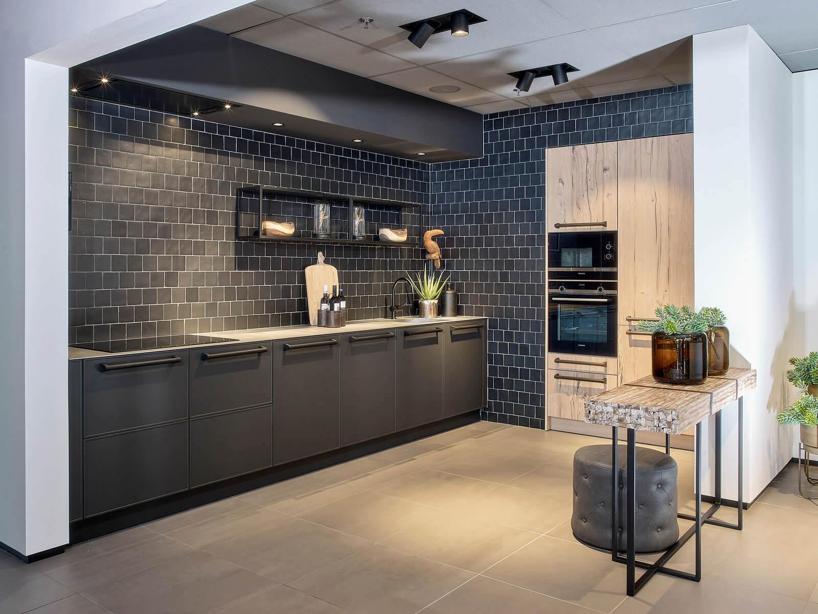Prachtige zwarte keuken