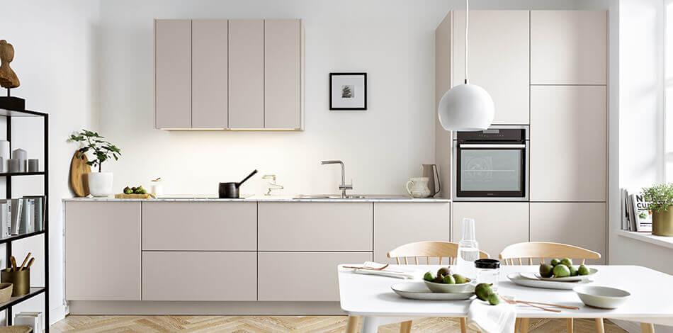 Grijze moderne keuken