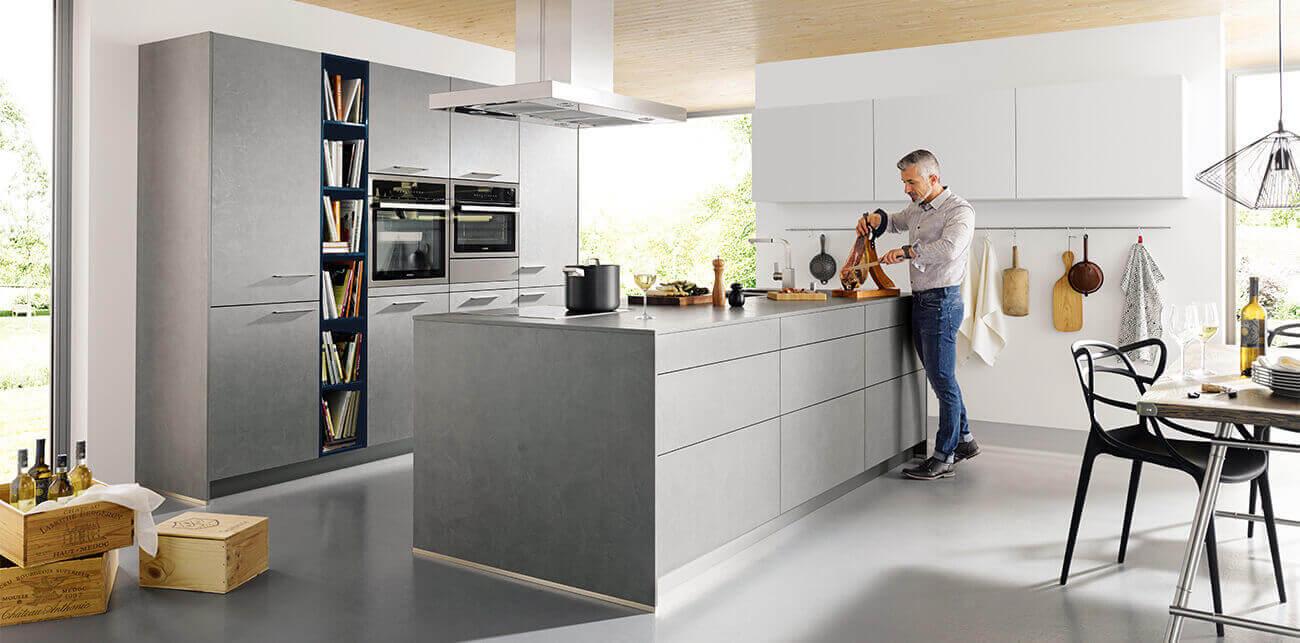 Grijze monochrome keuken