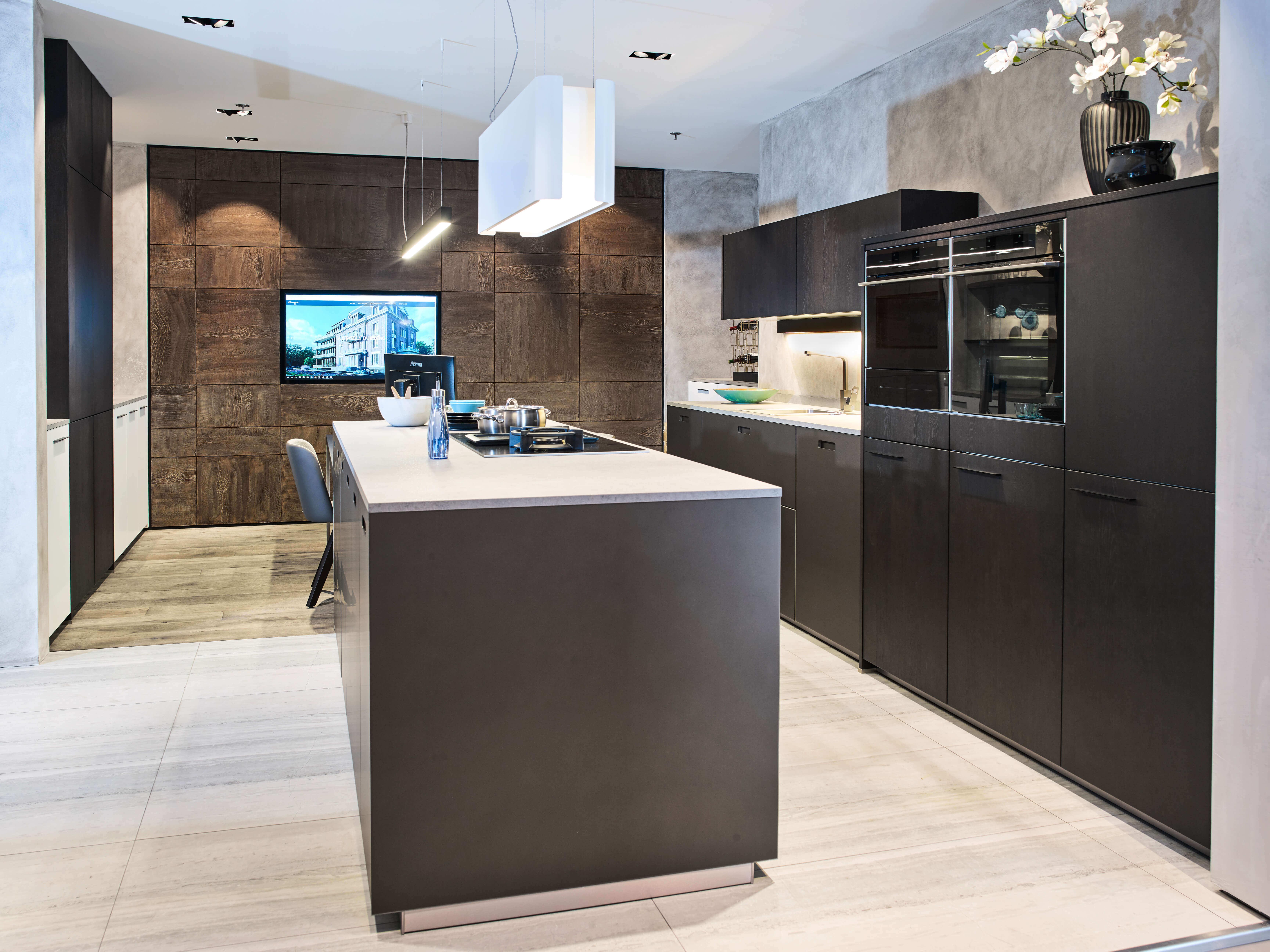 Mat zwarte keukens