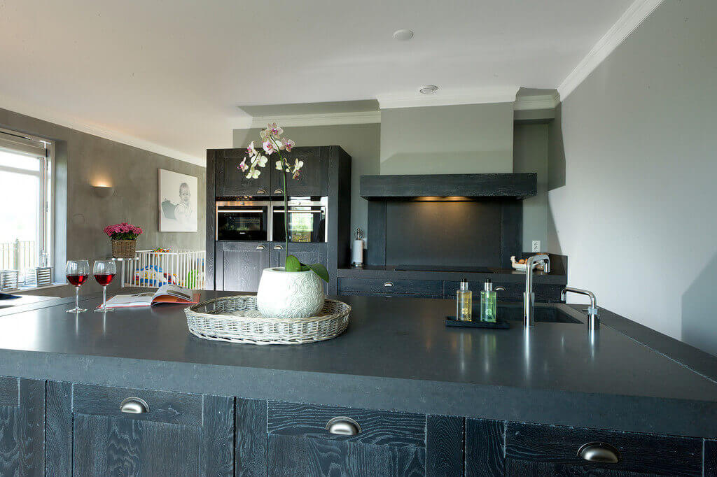 Zwarte handgemaakte keukens