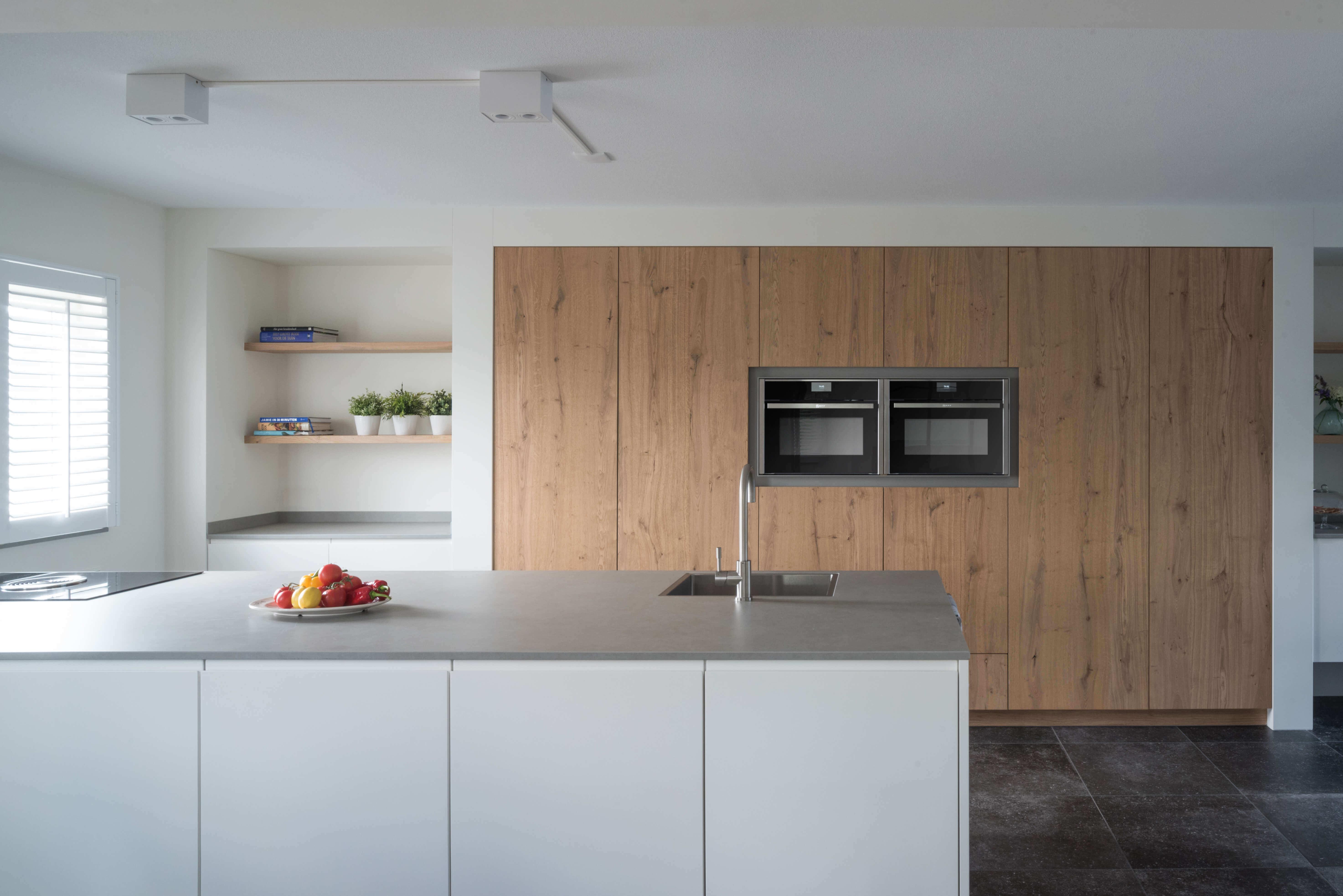 Witte handgemaakte keukens