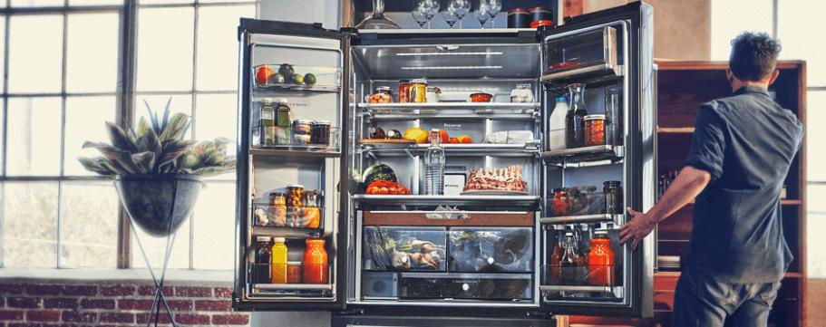 Grote koelkast voor familiekeuken