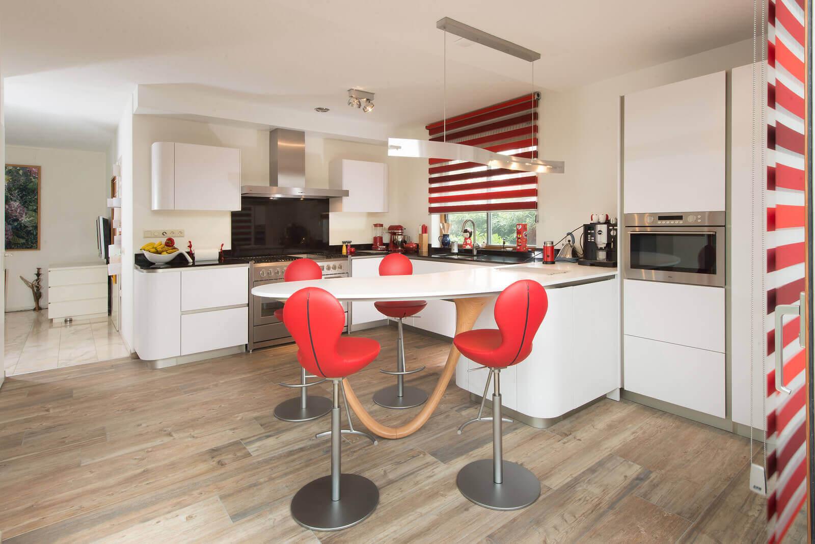 Moderne keukenopstelling van Tieleman Keukens