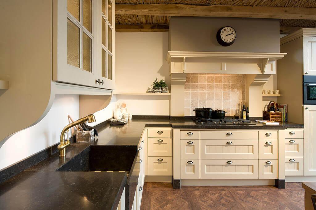 Aangepaste keuken in landelijke huisstijl